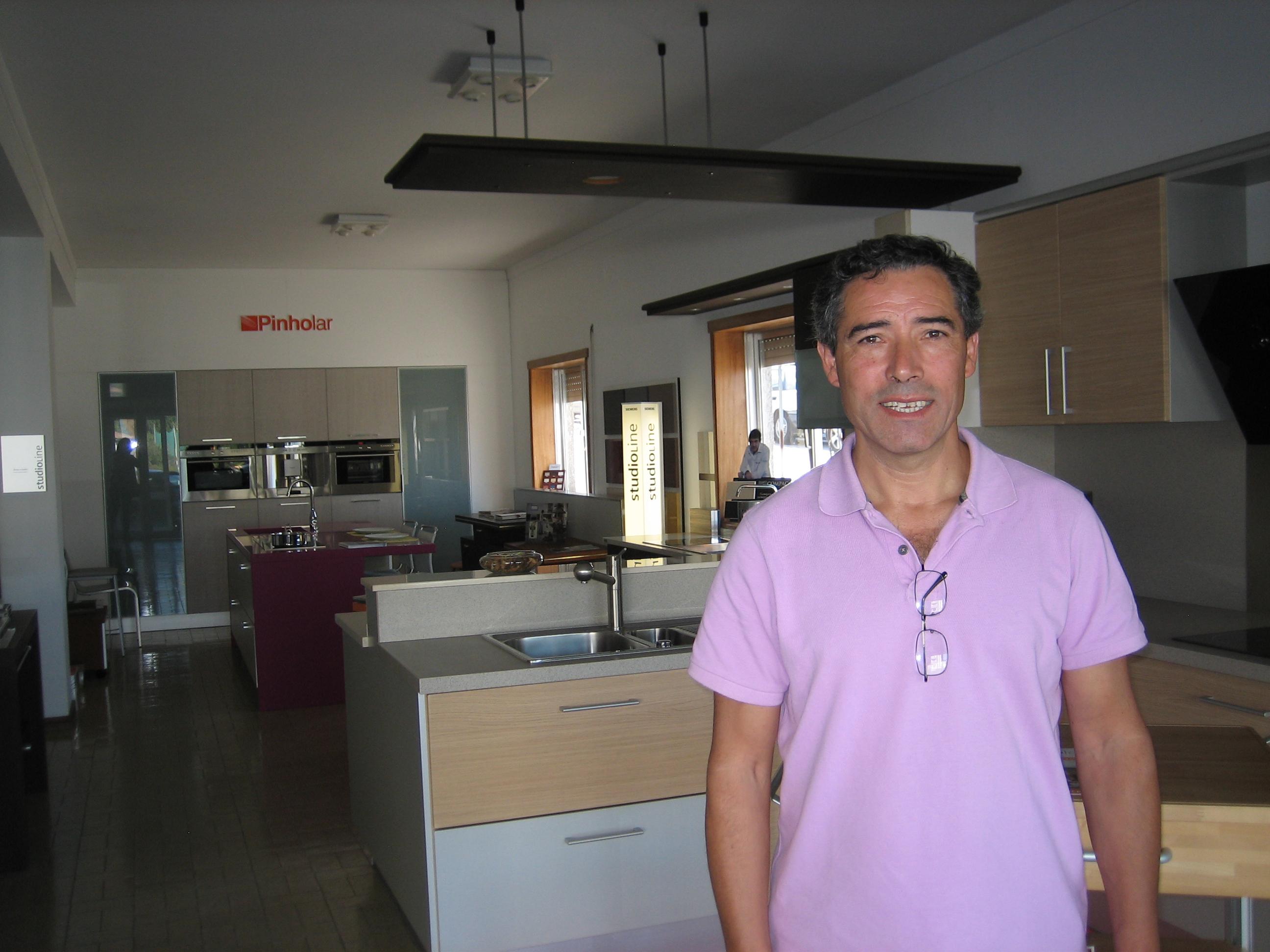 Loja especializada no mobiliário de cozinhas: Pinholar – 28 anos de experiência no setor