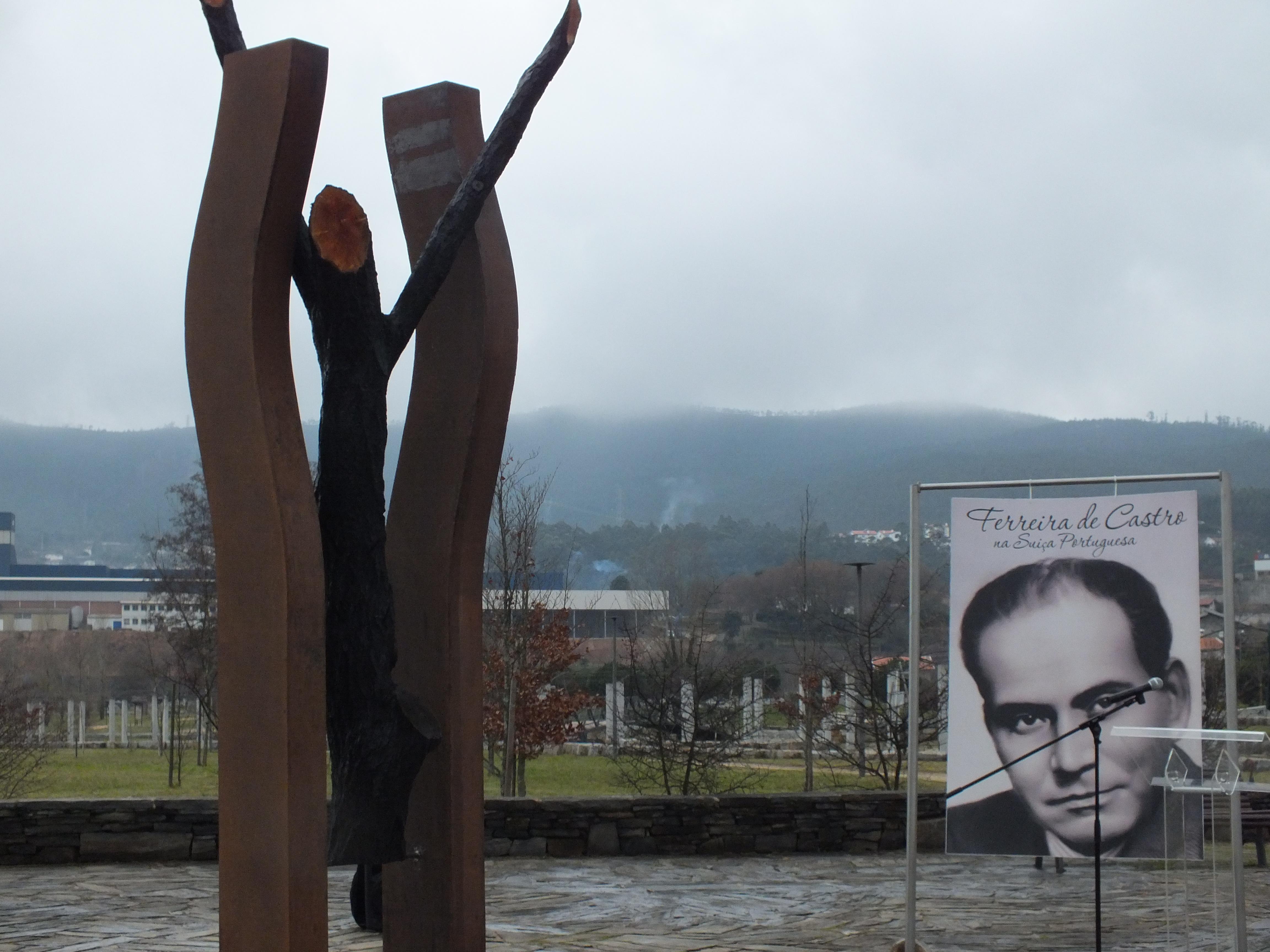 Inaugurada escultura em homenagem a Ferreira de Castro