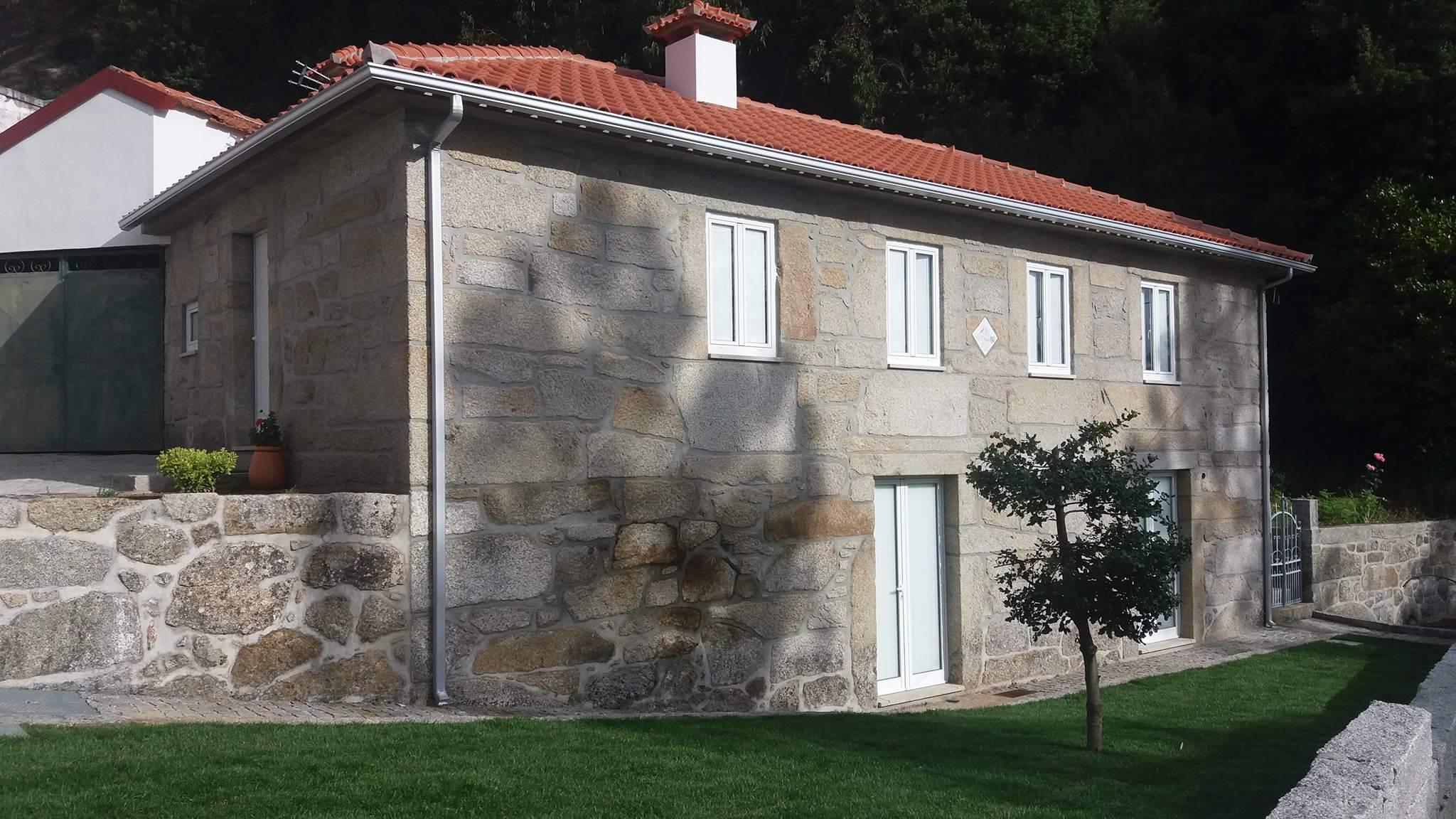 Bispo do Porto inaugurou Residência Paroquial de Moldes
