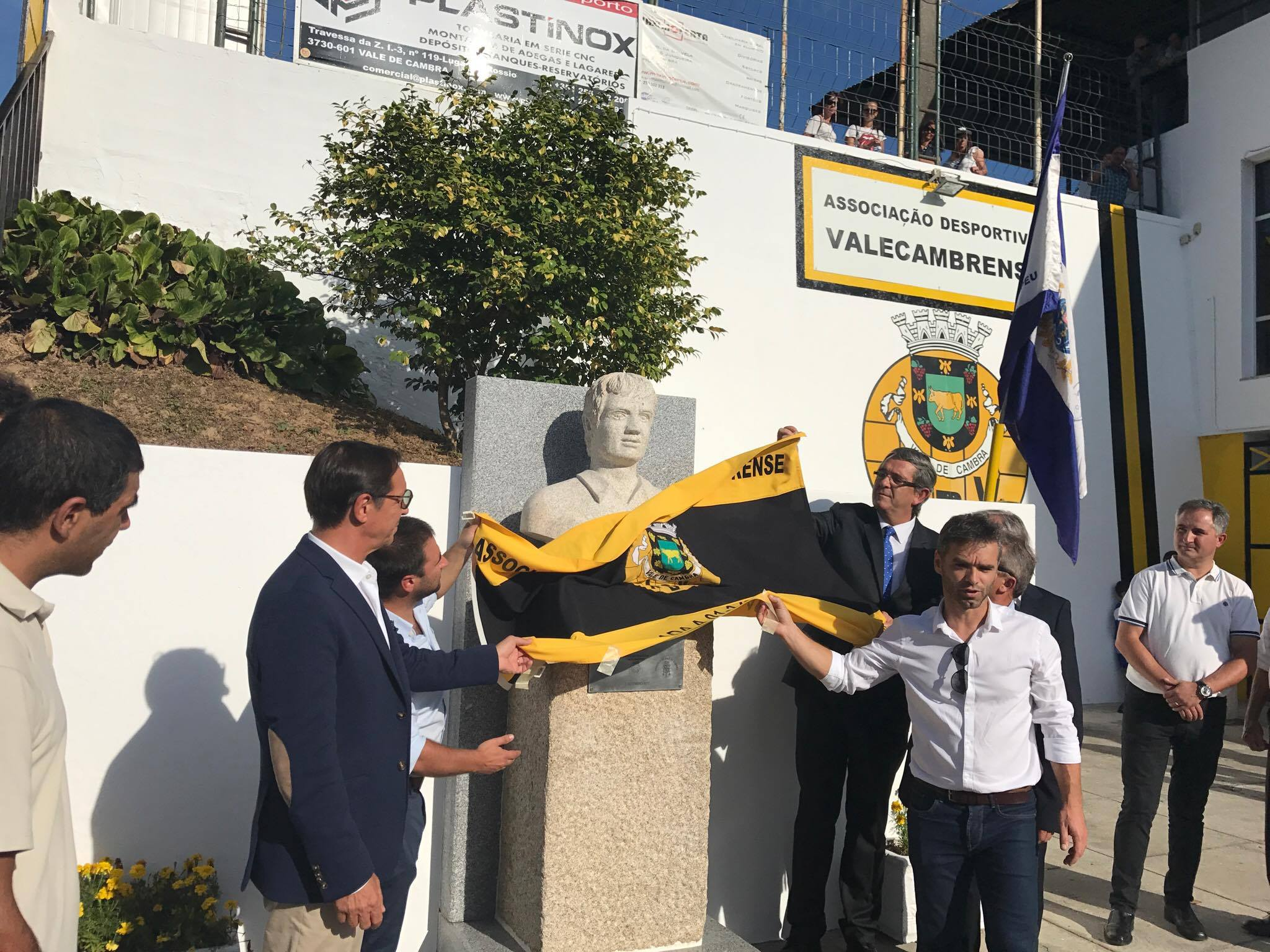 Inaugurado novo busto em homenagem ao jogador valecambrense Rui Filipe