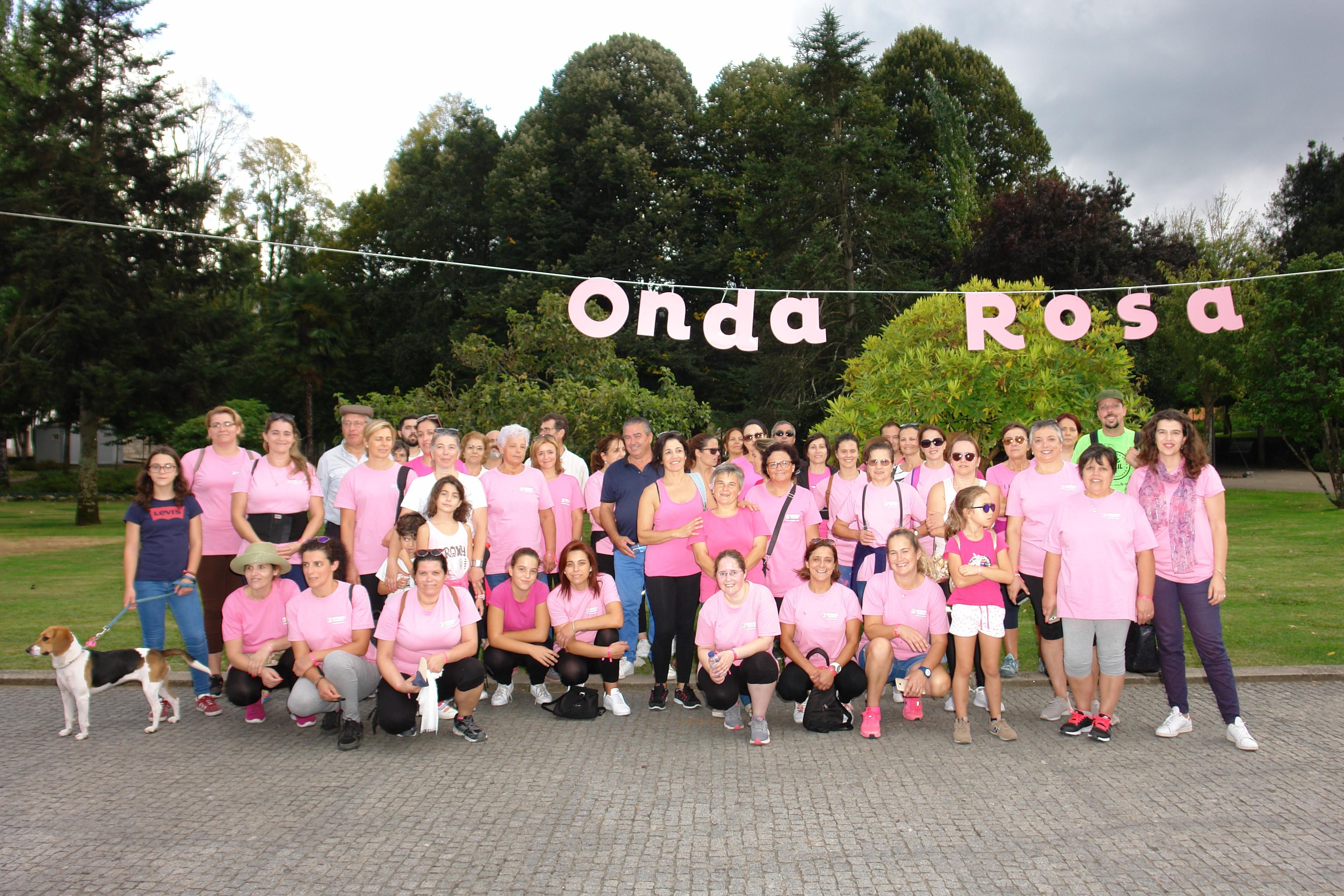 """""""Caminhada Rosa"""" voltou a atrair dezenas de pessoas"""