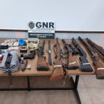 Detido por posse de armas proibidas