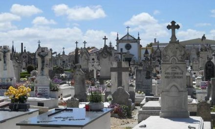 Cemitério Municipal de Castelo de Paiva só abre para funerais