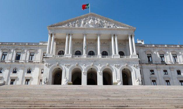 Covid-19: Parlamento autoriza renovação do estado de emergência até 16 de Março