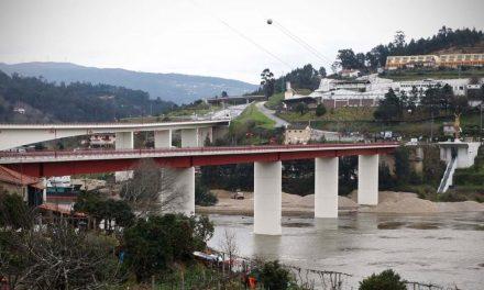 Homem de Arouca Tenta suicídio na ponte de Entre-os-Rios