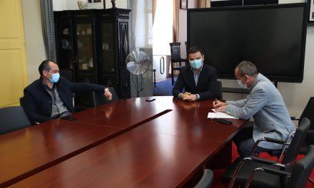 Município de Castelo de Paiva assinou protocolo de financiamento para a colocação de piso sintético no campo Manuel Emílio Santos