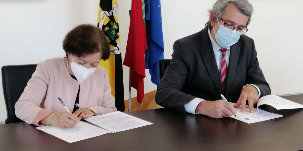 Câmara de Vale de Cambra faz assinatura de acordo com a Cooperativa Focus
