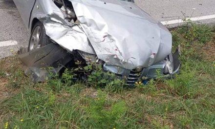 Acidente entre dois veículos ligeiros causa dois feridos em Cabeçais