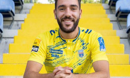 Empréstimo de Tiago Esgaio até 2022