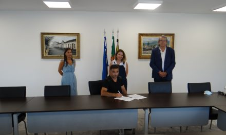 """Doação dos arquivos do """"Estúdio Foto Martins Lda."""" à Câmara Municipal de Vale de Cambra"""